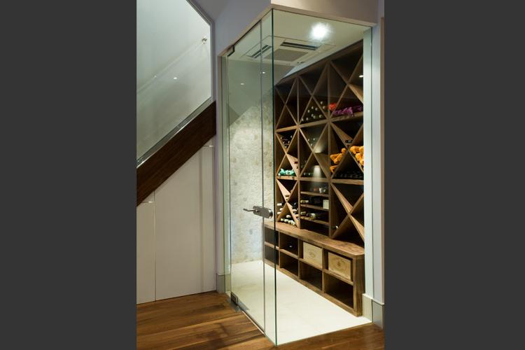 cave a vin sous escalier atlub